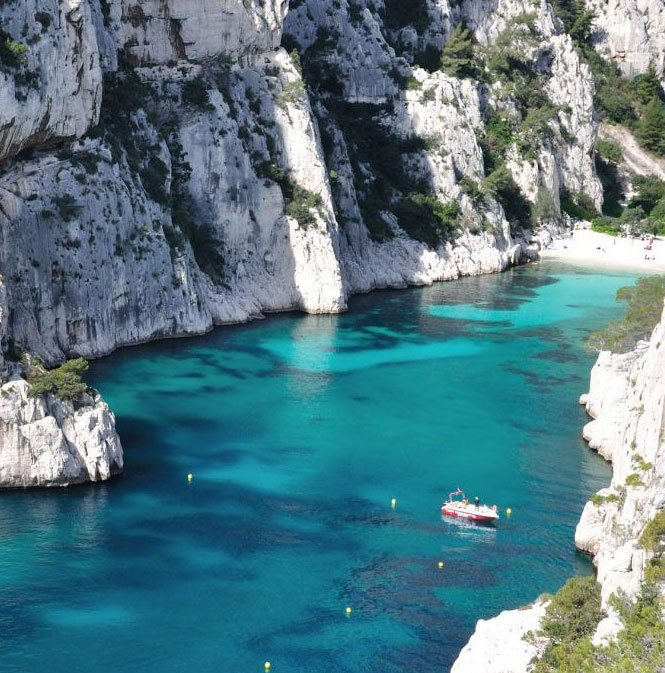 visit marseille 39 s calanques by boat a cruise trip up to cassis. Black Bedroom Furniture Sets. Home Design Ideas